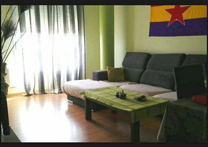 Alquilo habitación en Huesca días,semanas y meses - Huesca - Apartemen
