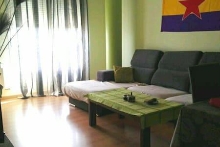 Alquilo habitación en Huesca días,semanas y meses - Huesca - Pis