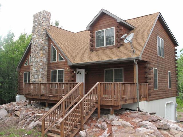 JFBB Modern wood log home new - Blakeslee - 一軒家