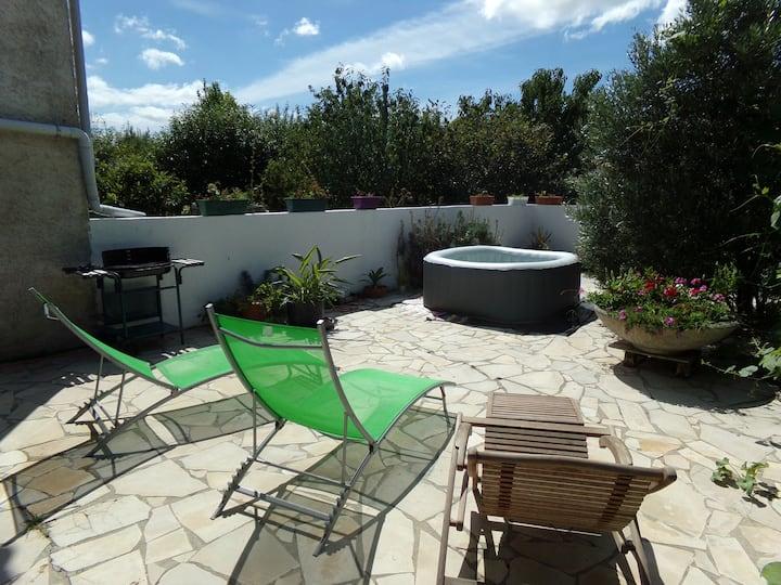 """Chambre dite """"bois"""" et terrasse privative"""
