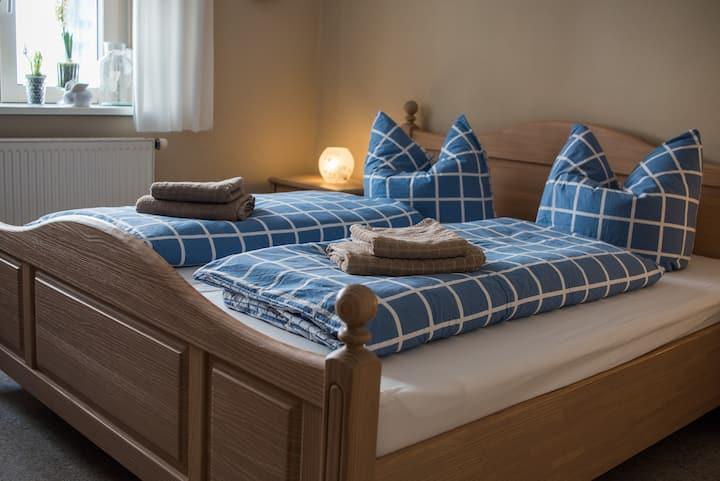 Schlafplätzle (Karlstadt), Doppelzimmer Nord mit WLAN in ruhiger Altstadtlage