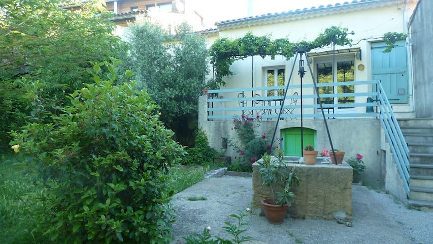 Ancienne maison vigneronne mignonne avec jardin - Brissac - Hus