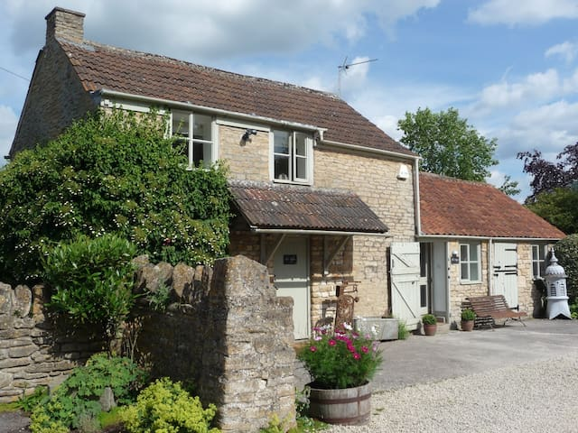 Church Farm Cottage - a country gem - Kington Langley - Huis