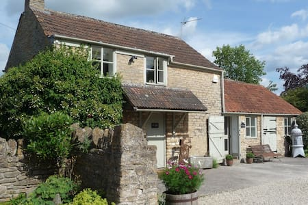 Church Farm Cottage - a country gem - Kington Langley - Hus