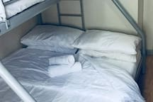 Bunkbed  (1 single bed + 1 double bed)
