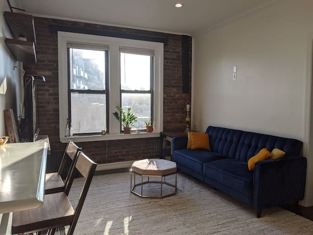 Modern Sunny Apartment - 10 mins to Manhattan