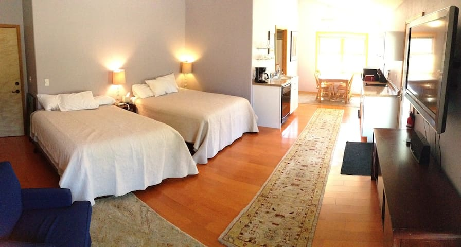 Studio Apt Near Downtown, Grand Canyon, Snowbowl - Flagstaff - Apartment