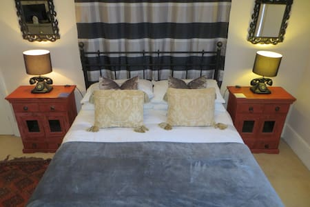 Luxury room, Full Breakfast, Newport Town Centre