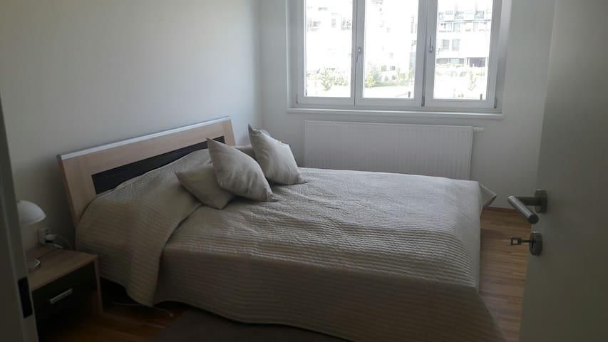 Schönes Zimmer im Kagran - Wien - Huoneisto