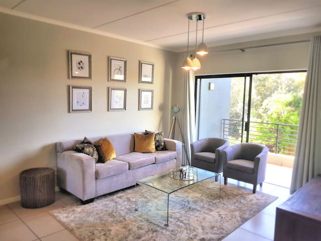 Beautiful, serviced; 2 bedroom home in Dainfern