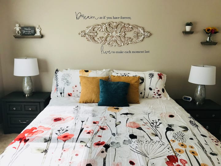 King Room w/Private Bathroom+Loft w/Queen Bed