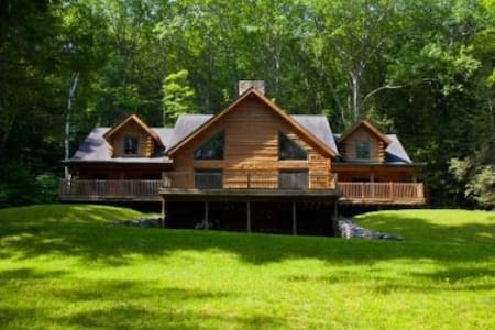 Beautiful  Log Cabin w/20 acres of piece and quiet