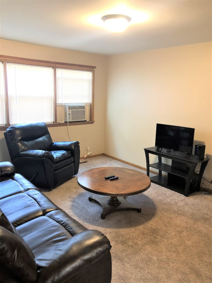 2 bed, 1 bath fully furnished and serviced apt!