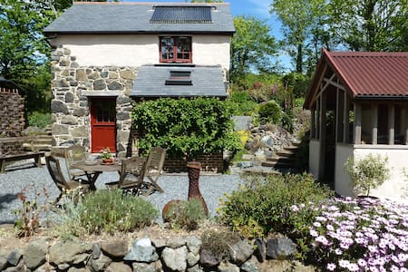 Unique detached barn nr coastpath & Cadgwith Cove - Ruan Minor - House