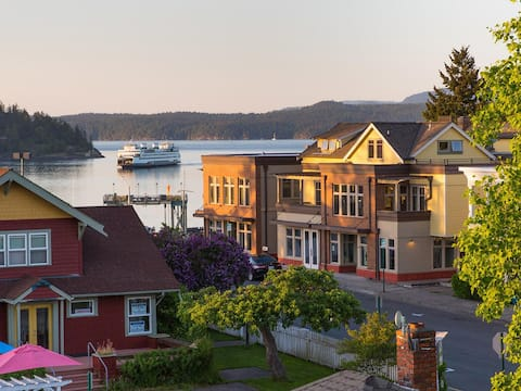 Private Terrace in Friday Harbor with Ferry Views
