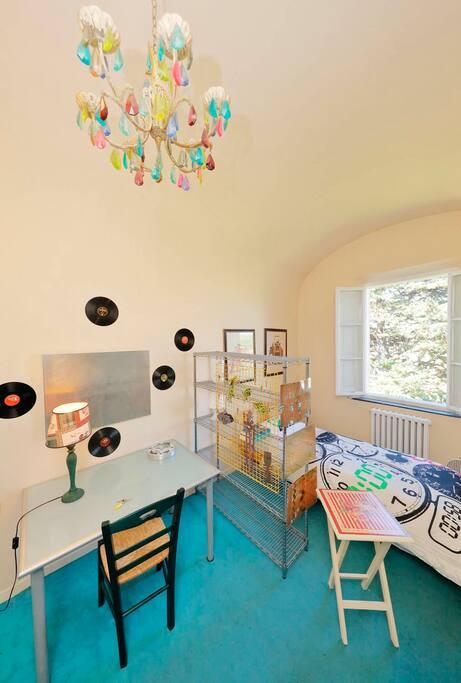 La stanza dell'orologio ,finestre sul giardino