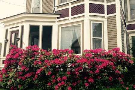 Gorgeous Victorian Home-10 min from Lake Sunapee - Newport