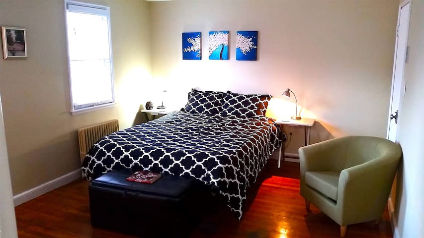 ***Quiet studio with Queen bed 15 mins Boston*** - Малден - Квартира