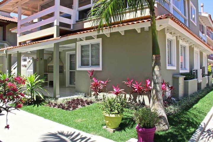 Saida Direto na Praia p/ 05 pessoas AR Cond - Florianópolis - Apartment