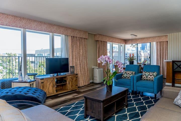 Waterfront 2 Bdr Apt - Large Rooftop Deck - Views