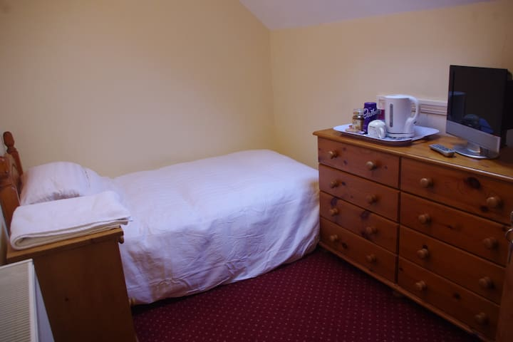 Comfy single bed in an Edwardian townhouse - Plymouth - Casa