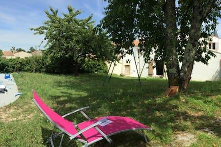 Maison spacieuse et agréable tout confort - Port-d'Envaux - 独立屋