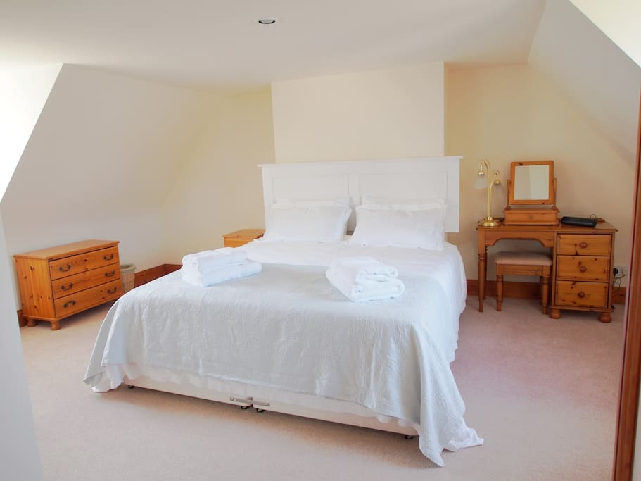 Lovely big rooms with crisp white linen on Super-king Beds