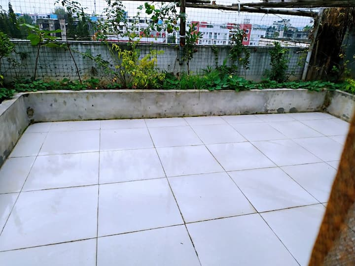独立一室一厅一厨一卫带屋顶花园
