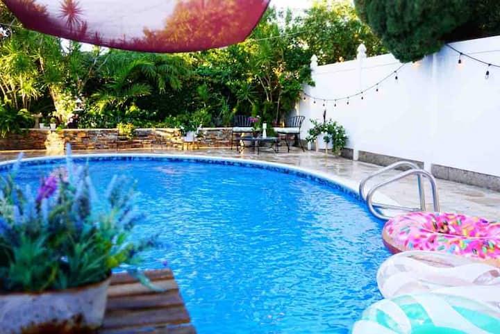 *Sun Splashed Legend* king bed 2b1b w/pool by LAX☀️