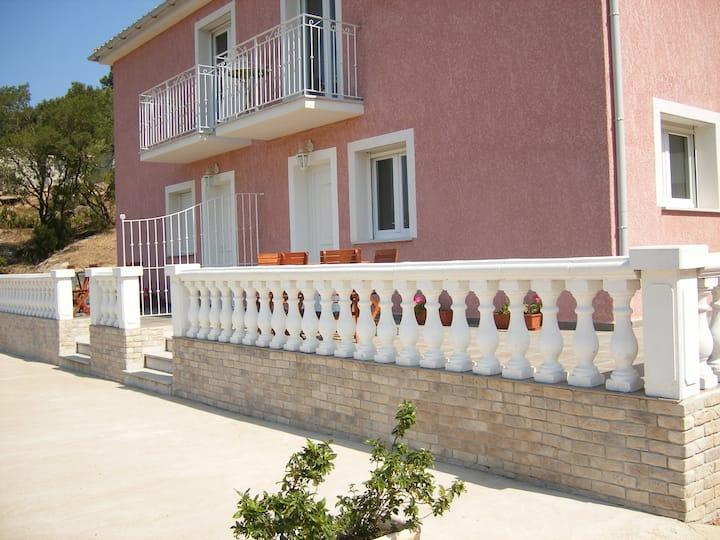 T2  Rdc, terrasse Panoramique, climatisé, piscine