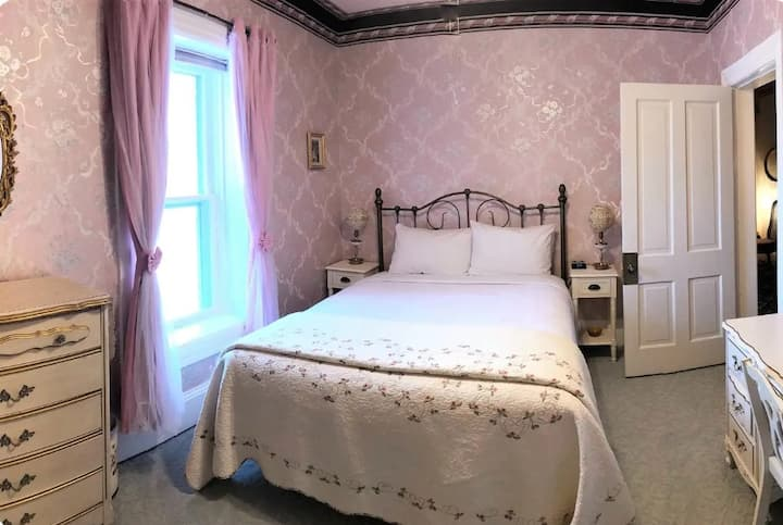 Rose Room at The Heber Senator Bed & Breakfast