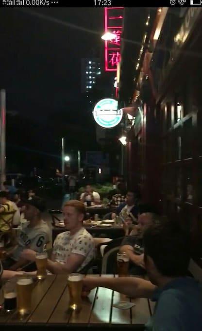 酒吧人气沸腾球赛直播