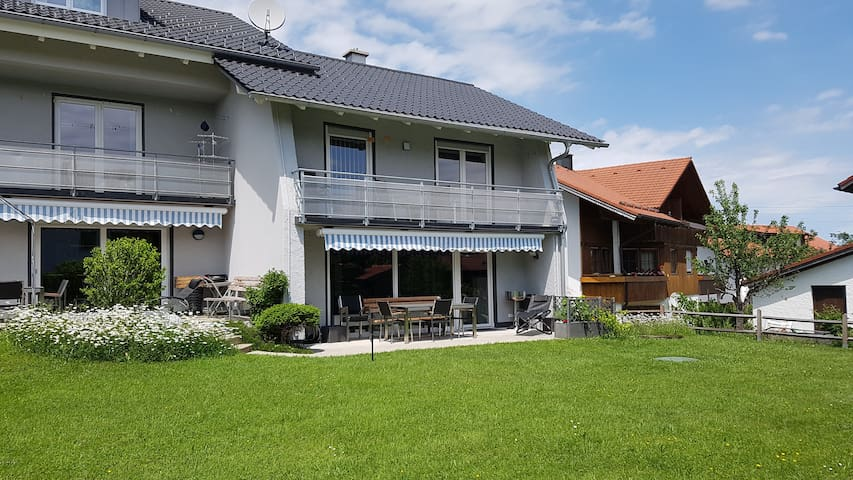 """Ferienhaus """"Hannes"""" mit Terrasse und Garten"""