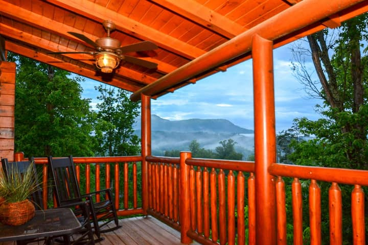Hideaway Haven w/FREE FUN See Below-Close to Pigeon Forge-Mtn Views-Hottub-Pool Table-Electric FP