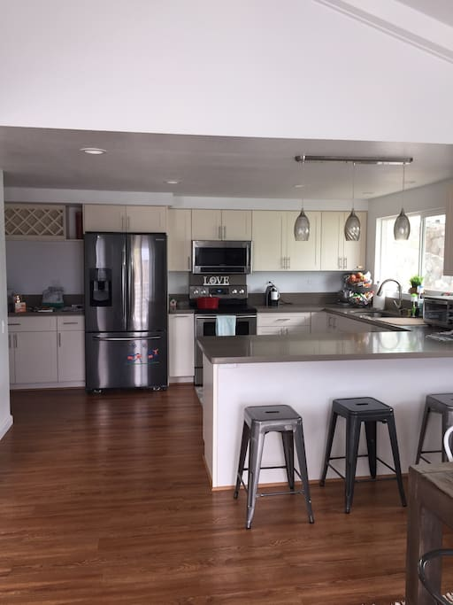 Kitchen with 4 bar stools