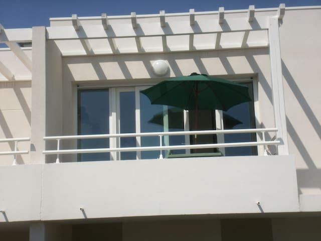 Studio terrasse proche de La Rochelle