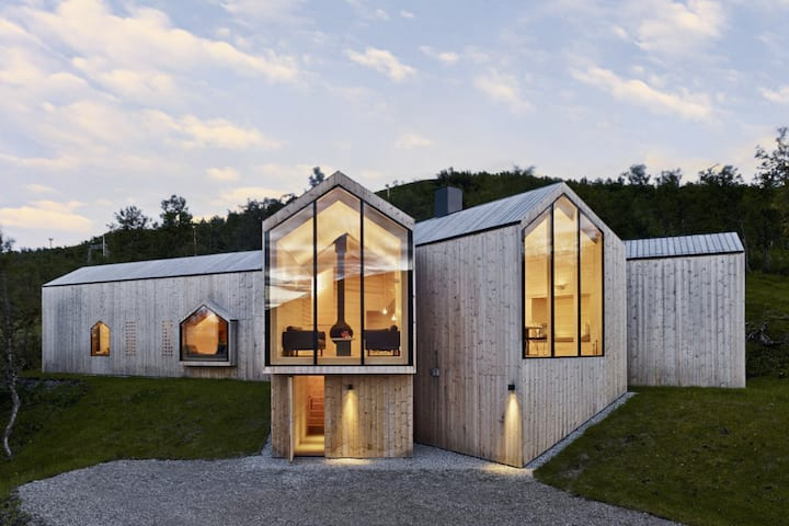 SNOHAUS | Unique Luxury Cabin Nestled in 40 Acres
