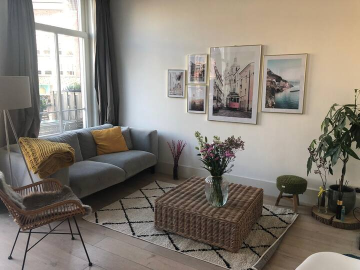 Lovely canal apartment in the city centre
