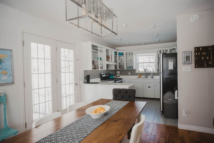 3bdrm/2 bth - Classic Cape Cod house