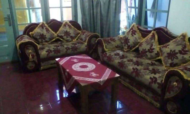 Homestay Mimin Bed & Breakfast - Banyuwangi - บ้าน