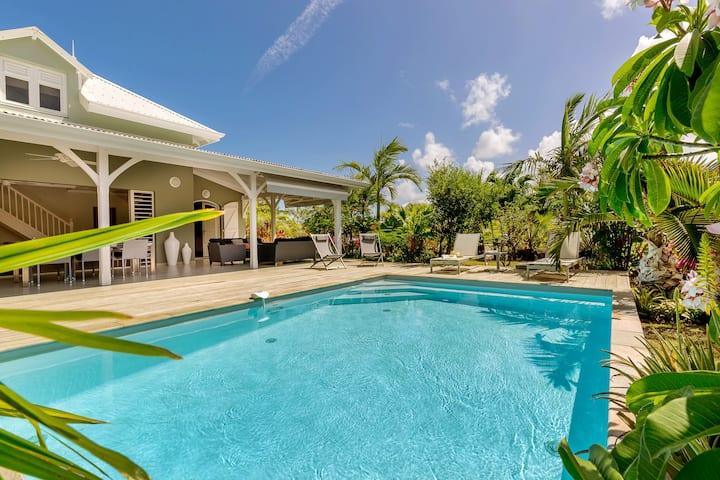 Family villa with private pool in Martinique