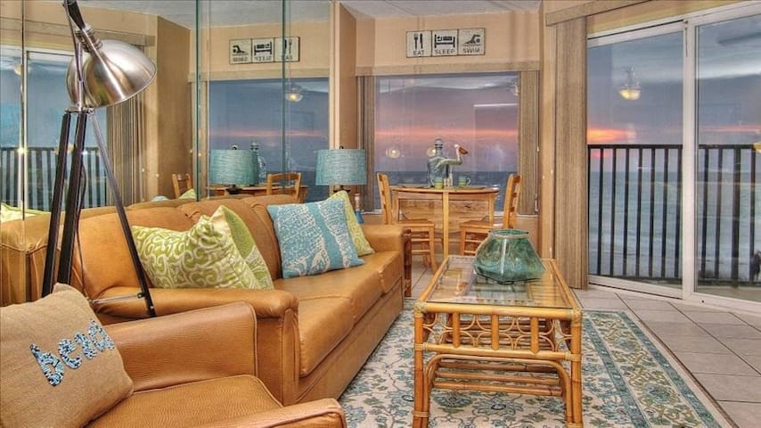 BBC211: Cheery, Gulf View Gem on a Quiet Beach Minutes from Downtown Clearwater Beach