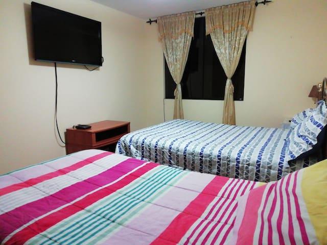 Habitación amplia y cómoda en