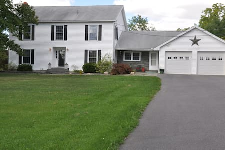 Country Home Close to Cornell & IC - Lansing - Talo