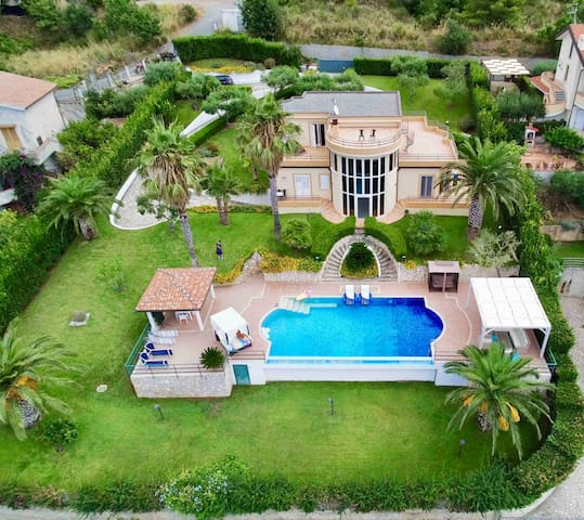 The whole house is to yourself, all gated and fenced all around with 3 meter (8-10 ft) tall hedges! Manicured lawn with many fully grown palm trees, olive and  many other trees, enormous all private  infinity edge pool!