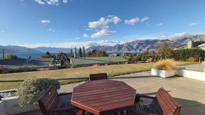 52sq Hawea apartment, Mountain & lake views!!