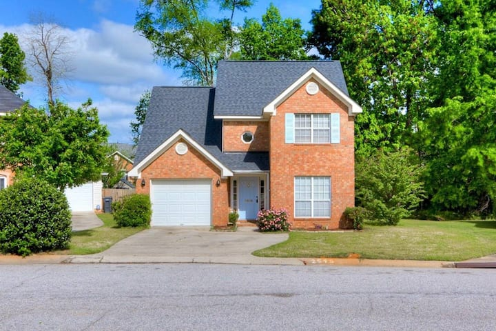 Late listing--only 1 mile from Augusta National