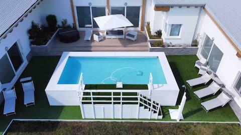 Splendida villa, nuovissima con piscina e giardino