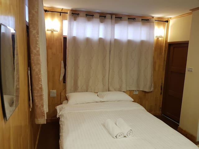 Boutique room near prananklow hospital nonthaburi