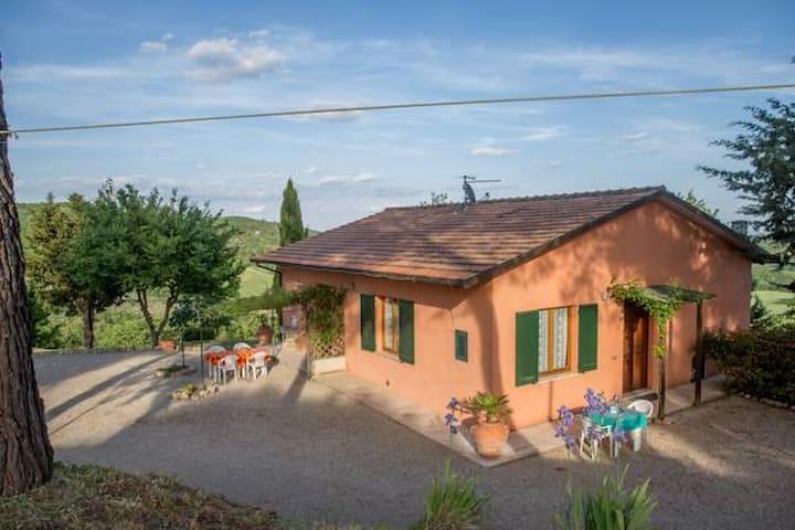 """La Manonera Farmhouse """"La Casa Rosa"""" for families"""